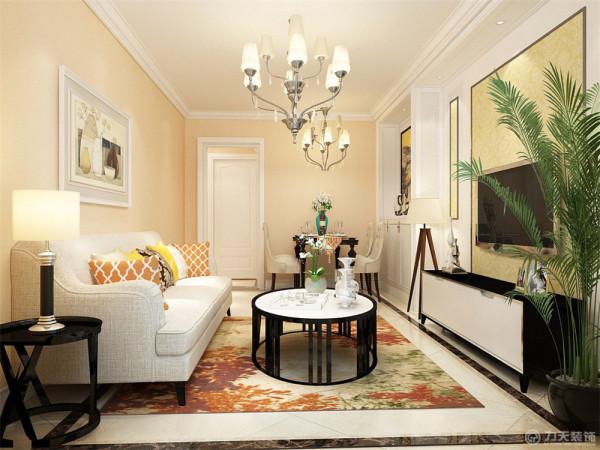 本案在设计上首先从客厅着重表现,客厅的背景墙制作是运用了欧式石膏板加黄色欧式壁纸镶嵌制成的,给人以一幅富丽堂皇的感觉,再加以暖色家具和背景墙的搭配给人以惬意浪漫的感受再加以欧式的家具配饰。