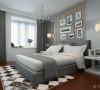 床头背景墙使用中间软包两边镜面处理。