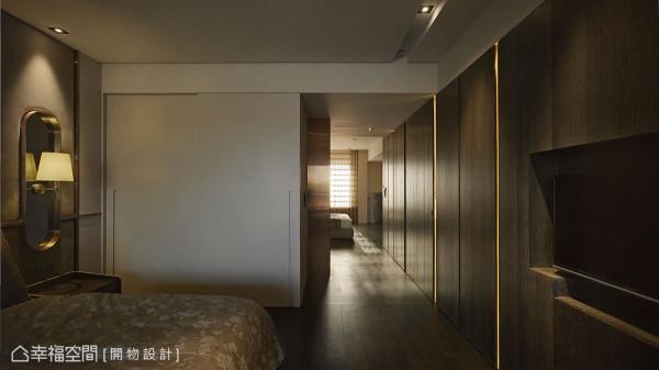 位于廊道两端沟槽内的灯带,接续主卧房与长子房,除了创造绵延景深,更暗喻家人间密切的情感相依。