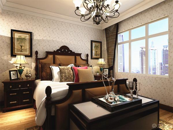 卧室则采用了欧式的家具以及欧式清凉的壁纸进行搭配。地板则采用浅色的地板进行铺装。