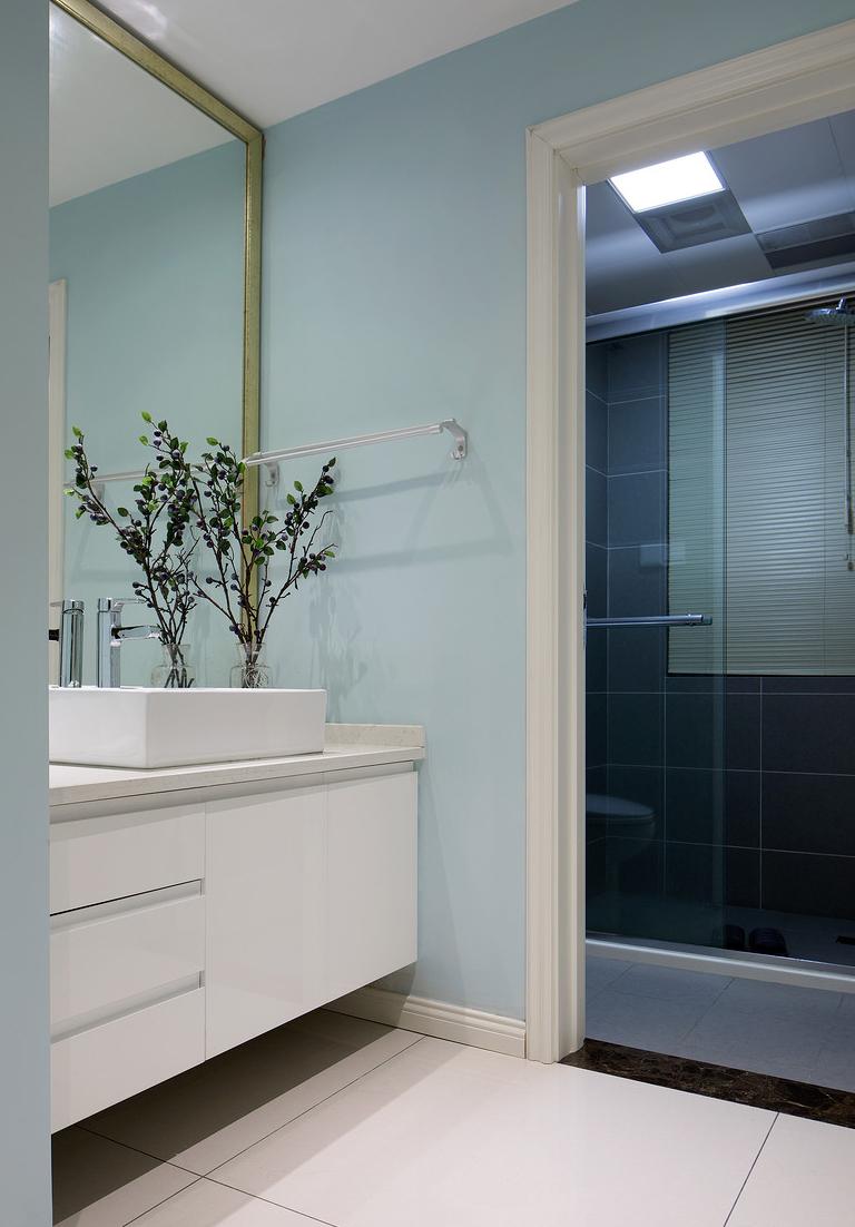 卫生间图片来自家装大管家在一切温暖刚刚好 86平简约舒适居的分享