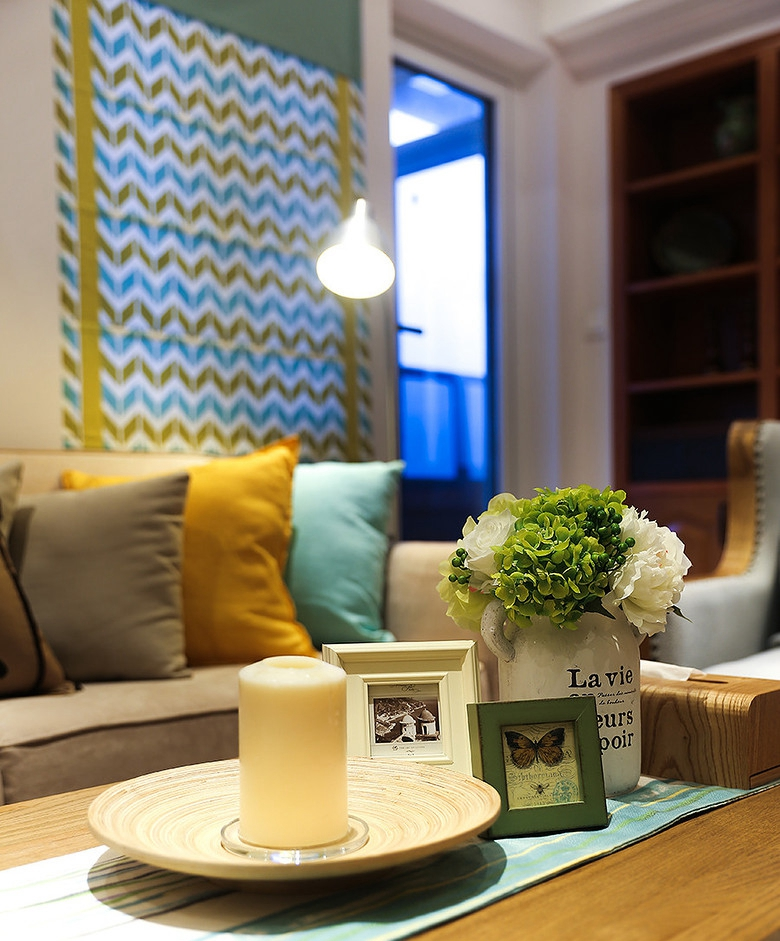 混搭 欧式 简约 复式 小资 客厅图片来自佰辰生活装饰在大户型也有小情调 32w复式温馨家的分享