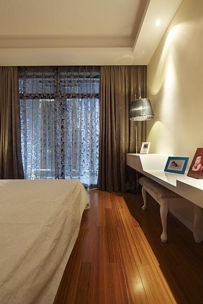 保利心语 简约 三居 小资 收纳 卧室图片来自成都高度国际在【高清】122平现代简约温馨雅居的分享