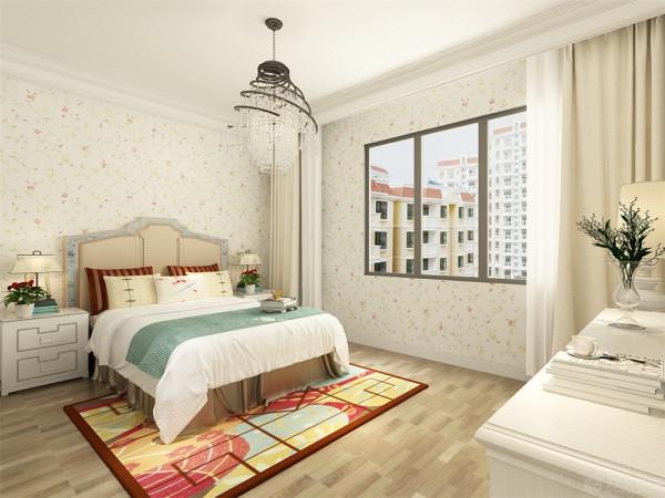 地砖选择亚光的返古砖来拼贴,加一圈波打线,卧室同样选择小碎花的壁纸,但是色调就比较温暖一些因为卧室是业主睡觉休息的地方所以做的暖一些,没有出现冷冷的蓝色,门的选择偏深色些与地板和地砖搭配。