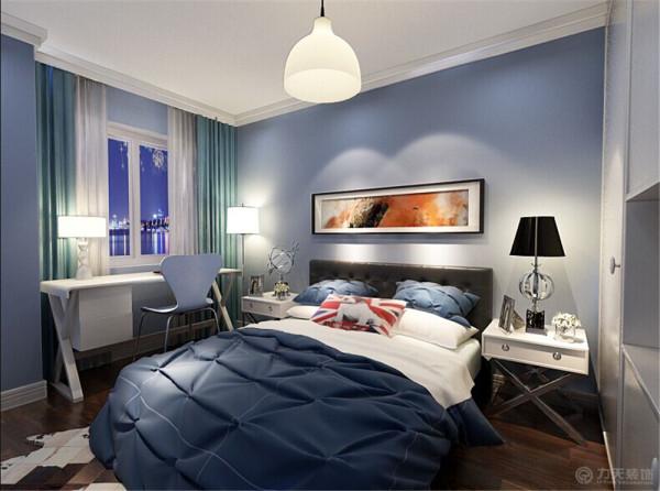 整个色调采用暖色调,  客厅偏暖黄,卧室偏蓝色,蓝色能使人的心情平静,在业主回到房间的时候  能够充分的放松自己,而不会觉得疲乏。给人眼前一亮的感觉。