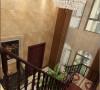 好的设计与广阔的空间让家居设计的细节之处都绽放光彩, 地面不规则的瓷砖拼花使整个客餐厅及过廊空间也因此变得丰富而有层次。