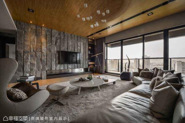 初次进入毛胚空间中,仅有空旷与高楼层的都市景致相伴,原境国际室内设计在大坪数空间中,并未规划过多机能,将独有开阔大器留给居者。