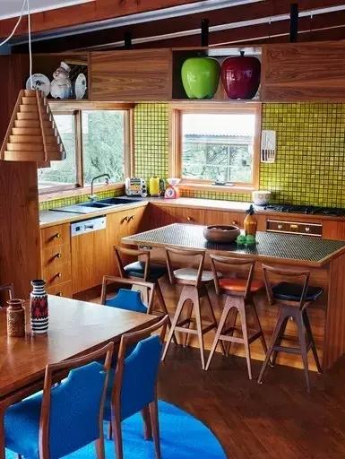 三居 东南亚 客厅 卧室 儿童房 餐厅图片来自实创装饰晶晶在60年代老房子的艳丽与风情!的分享