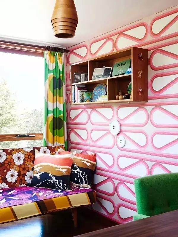 三居 东南亚 客厅 卧室 儿童房 阳台图片来自实创装饰晶晶在60年代老房子的艳丽与风情!的分享