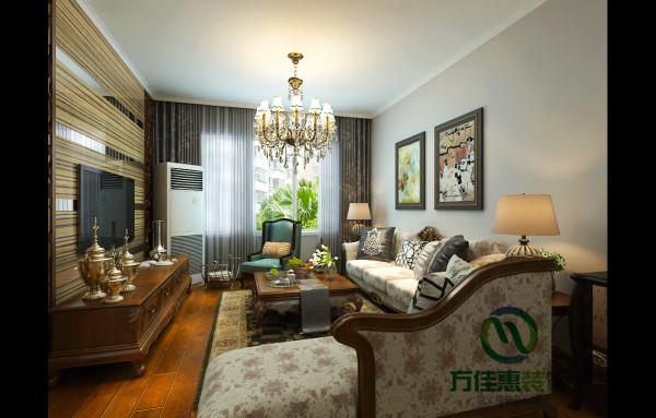 整体家居选择的是棕榈色的茶几,沙发,电视柜以及屏风,在浓重的氛围下选择碎花布艺的沙发面