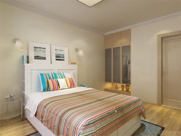 单配现代布艺沙发和白色茶几,在过道为主做了一个白色石材吧台,方便业主工作下班时间简单的用餐,卧室是业主休息的地方所以做的温馨一些选择暖色壁纸搭配白色家具简洁又时尚。