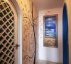 """""""地中海风格""""的建筑特色是,拱门与半拱门、马蹄状的门窗。建筑中的圆形拱门及回廊通常采用数个连接或以垂直交接的方式,在走动观赏中,出现延伸般的透视感。"""