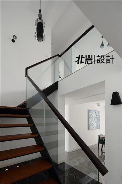 楼梯,成为新空间的中心和一处装饰亮点。