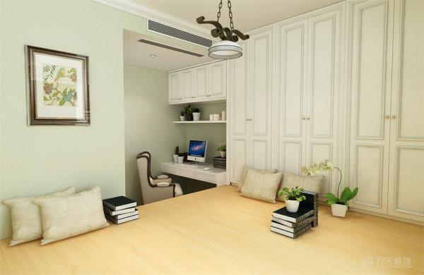卧室方面,沿用客厅的墙面颜色,床品的选择上同样是选择比较素的颜色整个空间也相互能够搭配起来。对于书房、业主要求做成榻榻米空间,整体也是选用的浅色调。