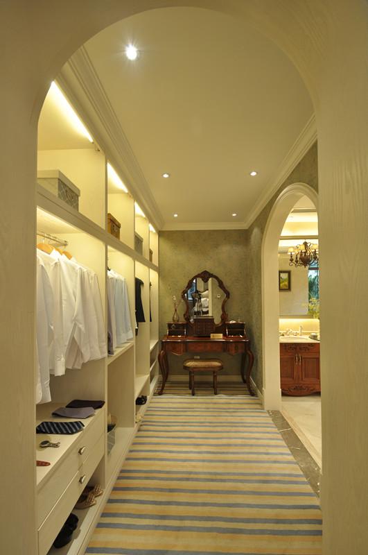 美式 别墅 白领 小资 衣帽间图片来自北京装修设计o在拉斐水岸之美式风格装修设计的分享