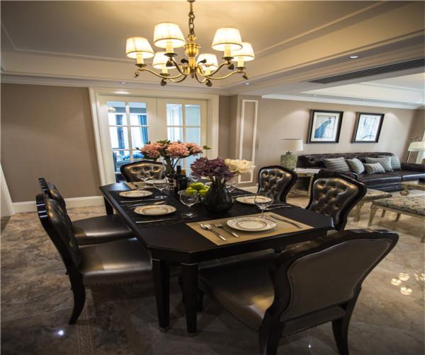 空间的布局已经确定,拥有宽敞的入户玄关,一楼客餐厅会是主要活动空间,二楼主要为储物、衣帽间及其活动区间房。未来的日子里使用更多的会是客厅,用来业主会客。所以客厅选择了挑空来满足其日常生活及其品质。