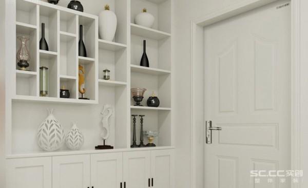 进门口的玄关鞋帽间,采用白色简单造型,下面鞋柜上面开了许多个小格子以增加储物空间,很简洁,实用。