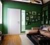 墙面大面积的绿色打造大自然的感觉,清新自然,再配上顶面造型的设计,让整个空间更有感觉。
