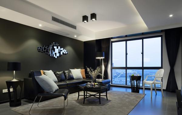 白色亮光家具与黑色烤漆组成了客餐厅的主色调,独特的光泽使整个空间搭配显得十分时尚,宽大敞亮的落地窗将窗外的风景尽收眼底。