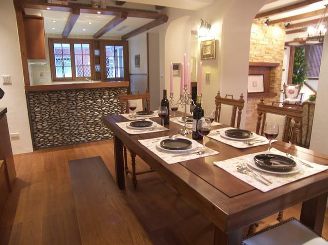 混搭 餐厅图片来自四川岚庭装饰工程有限公司在西班牙乡村的豔红小窝的分享