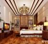 三层吊顶卧室加上古式吊灯突出新中式的简约美。木地板又使整个房间更加温馨。