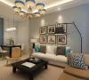客厅以浅色系为主,使用了大量的蓝灰色调的空间,考虑到日常使用的生活习惯,选择了固定式屏风,清新的餐桌椅,搭配复古吊灯的装饰,细腻呈现独一无二的北欧风格。