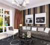 顶面造型较为简洁,客厅、餐厅部分都是采用双层石膏板叠加的效果,中间的过厅部分做了石膏板吊顶带一圈黑色金属反光的样式。整体顶面简洁大气。
