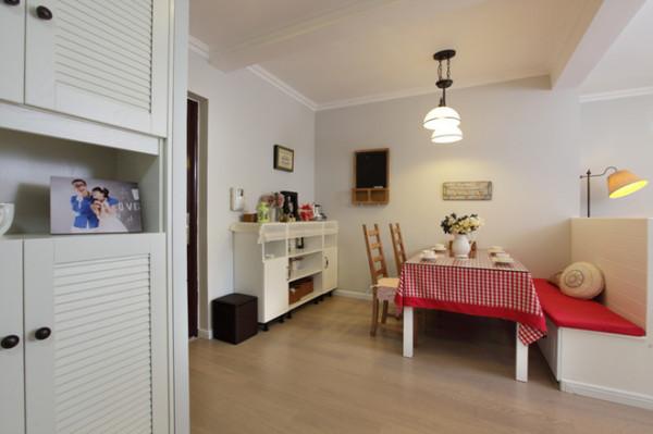 美式风格是众多家居装修装饰风格中的一种。美式风格的家具和家居用品在材质及色调上都表现出粗犷、未经加工或二次做旧的质感和年代感。