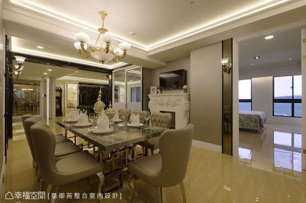 陈谊骐设计师表示,餐厅跟厨房在风水上代表聚财处,而壁炉也有凝聚家庭温暖的寓意,因此安排在同一处,以新古典语汇展现碧丽辉煌。