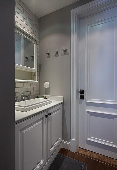 卫生间图片来自家装大管家在最美139平美式风格 恬淡中小清新的分享