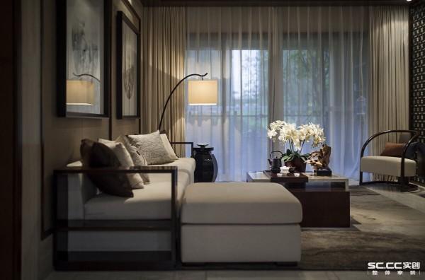 这种简中风格的装修将宽景大宅体现得更为明显,除了自身气势恢宏的装饰元素之外,更为朴素至上的客厅披上一件时尚靓丽的衣衫。