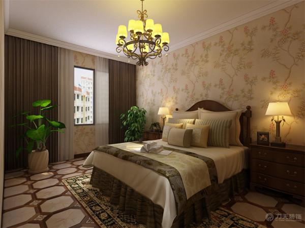 卧室相对比较温馨一些选择了碎花壁纸搭配花色仿古砖和经典的新古典双人床,卧室另一边做了一个通顶的拐角衣柜方便日常生活的使用。