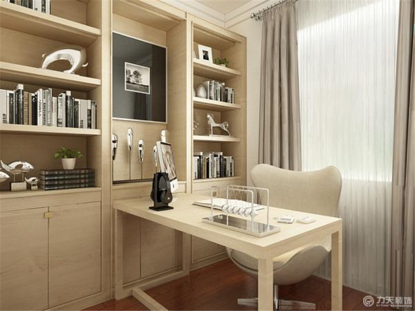 书柜书桌用的是原木色的,地面是发红的木地板,主卧室与次卧室的造型相同都是跌级吊顶加木地板,墙面都是白色的乳胶漆