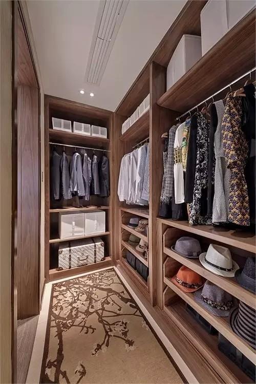 正所谓海纳百穿,井然有序,女孩子都喜欢买衣服,那么怎么样设计衣柜才合理呢?