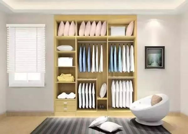 1:入墙式衣柜跟空间要地位 适合房型:具有凹位空间 入墙式衣柜,大大增强空间的使用面积,不但可以有效地扩大生活空间,而且时尚新潮、美观实用,与整体环境更好的和谐统一,美观而实用。