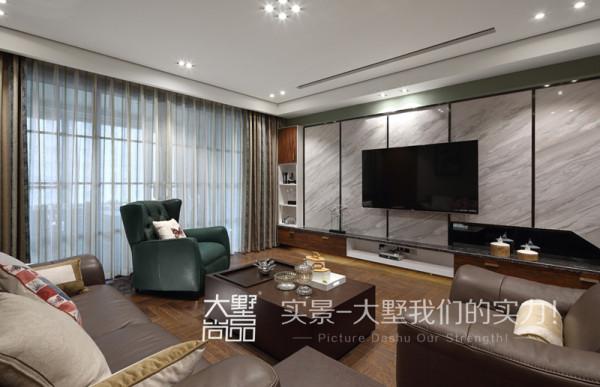 客厅的风格要求简洁明快,大理石电视背景墙简约更显大气。真皮沙发不仅舒适而且时尚,使整个客厅环境简约而不失美感。