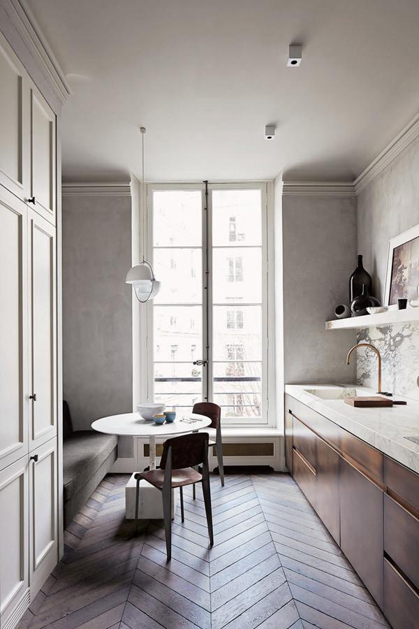 ▲厨房和餐厅的空间以灰色为主,选择大理石材质,简约干练的布局,暗藏优雅。同时与木材相结合,使空间不会过于冷淡,提升质感。各种瓶瓶罐罐的摆设也增添艺术流动行。