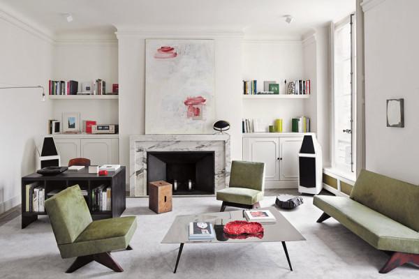整个客厅的空间以现代化的方式被诠释,简洁的几何线条,分割成数个独立的装饰