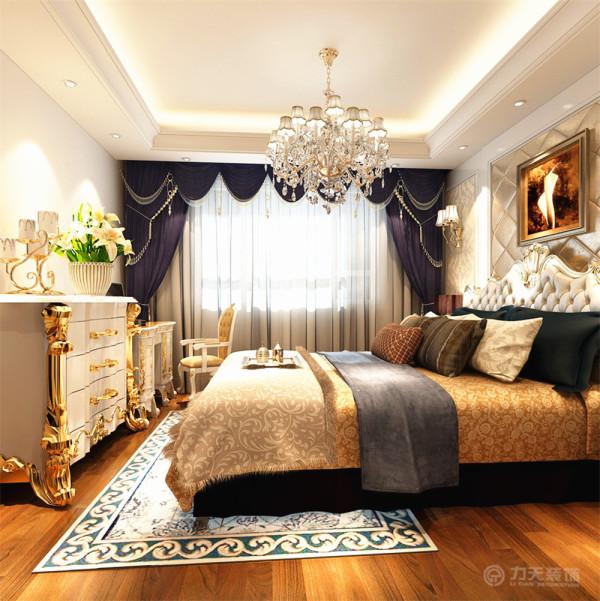 本案最大的亮点在主卧室,光线好,再加上紫色窗帘的高贵与大气,使得整体格局特别上档次,