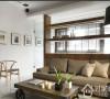 整体空间采光合宜,利用其一优点也加一规划了对外露台,以南方松墙面打造出疗愈自然的放松空间,室内的每一空间也都浸沐在暖阳之中,展现出空间生动的表情。