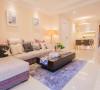 温馨的墙面主色,搭配灰米与灰紫,在色彩上做到协调统一。
