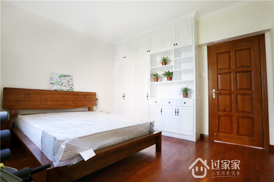 小资 80后 旧房改造 收纳 白领 三居 卧室图片来自过家家装饰在新浩城浩利阁-现代简约 实景图的分享
