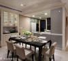 将餐具柜与右边大型的结构柱体统合设计,让壁面延伸扩展视觉效果进入厨房,并有效利用空间达到收纳展示的目的。