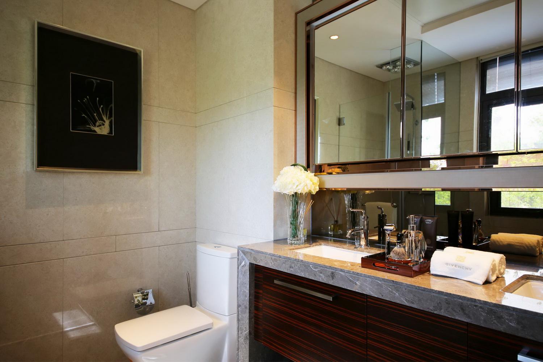三居 港式 卫生间图片来自四川建拓建筑装饰工程有限公司在港式风格的分享