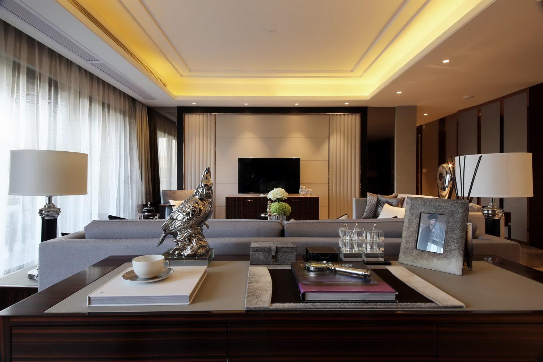 三居 港式 客厅图片来自四川建拓建筑装饰工程有限公司在港式风格的分享