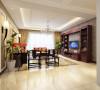 中式风格的客厅透着文化的内涵,红木的家具体现出中式的质朴,使得整个空间传统中透着现代,现代中透着古典。