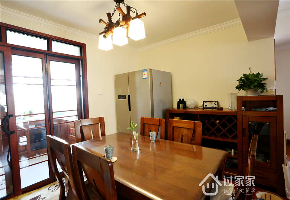 小资 80后 旧房改造 收纳 白领 三居 餐厅图片来自过家家装饰在新浩城浩利阁-现代简约 实景图的分享