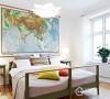 宽敞的卧室,木制的床杆,开启家人的航海时代。