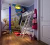 儿童房以蓝色为主色调,铅笔造型的衣架,上下铺的儿童床,满铺一面墙的的卡通壁纸 ,共同打造了一个充满童趣的儿童空间。