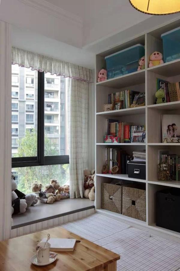 三、榻榻米书房 中国人对睡觉比较看重,所以很多人喜欢把榻榻米做在书房里,不过这对国人来说确实是极为理想的!